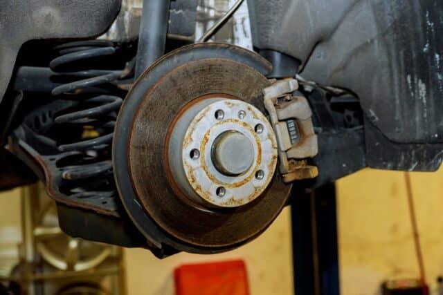 consejos para detectar fallas en los frenos del coche